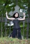 девушка-на-кладбище-1.jpg