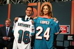 Jennifer-Lopez-dressed-1392069.jpg