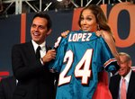 Jennifer-Lopez-dressed-1392070.jpg
