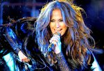 Jennifer-Lopez-dressed-1547567.jpg