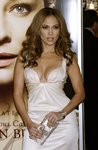 Jennifer-Lopez-sexy-cleavage-1197240.jpg