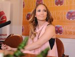 Jennifer-Lopez-dressed-1001603.jpg