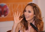 Jennifer-Lopez-dressed-1001605.jpg