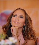 Jennifer-Lopez-dressed-1001602.jpg