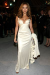 Jennifer-Lopez-sexy-cleavage-1197170.jpg