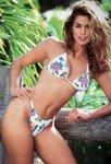 Cindy-Crawford-hot-bikini-696x1027.jpg