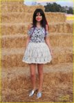selena_gomez_pumpkin_patch_07.jpg