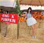 selena_gomez_pumpkin_patch_10.jpg